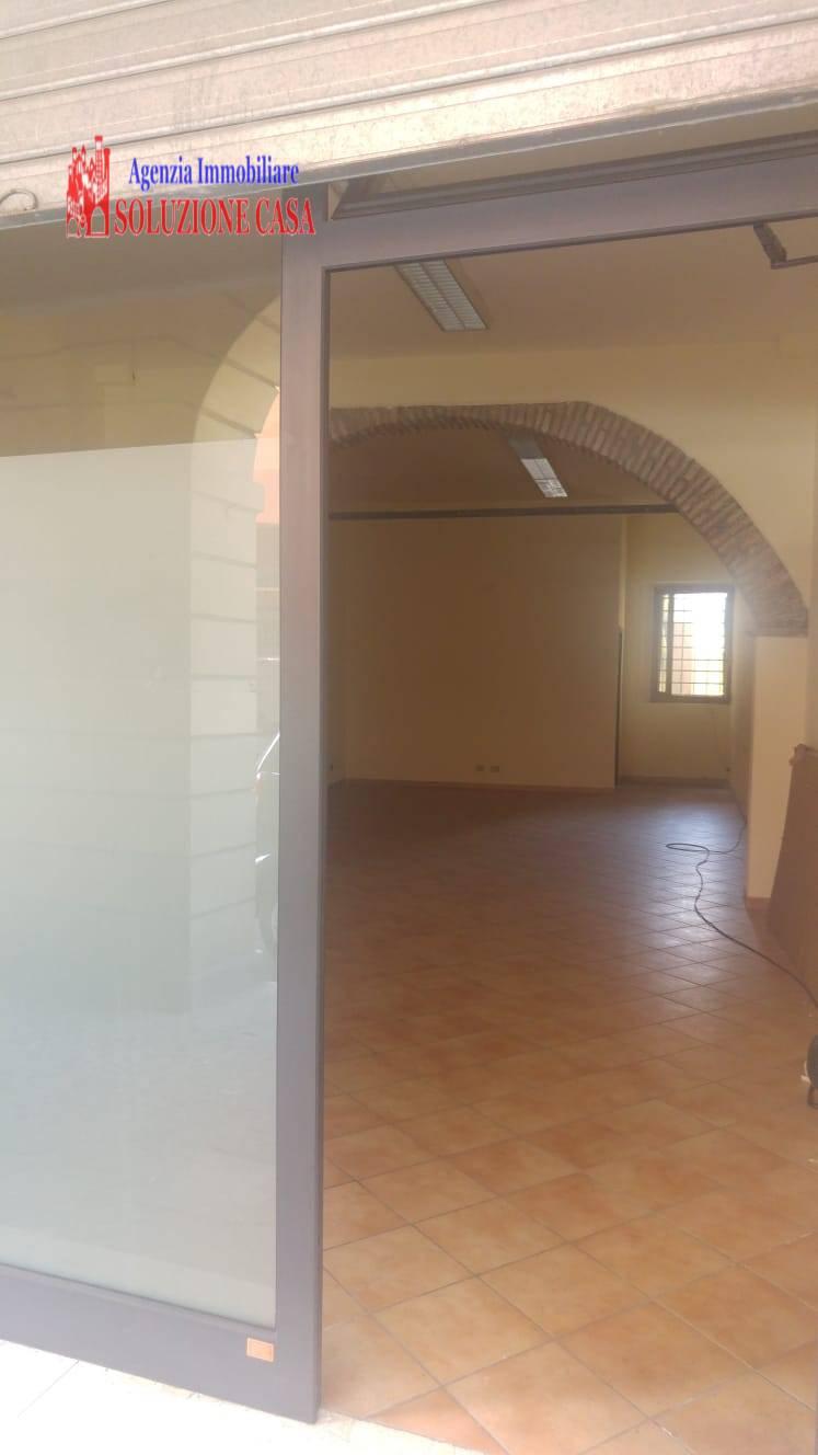 Negozio / Locale in affitto a Cento, 9999 locali, prezzo € 600 | CambioCasa.it