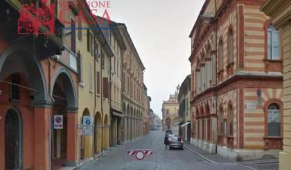 Negozio / Locale in affitto a Cento, 2 locali, prezzo € 500   CambioCasa.it