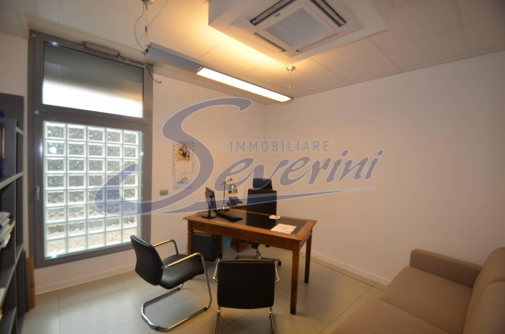 Ufficio / Studio in affitto a Lipomo, 9999 locali, prezzo € 1.000 | CambioCasa.it