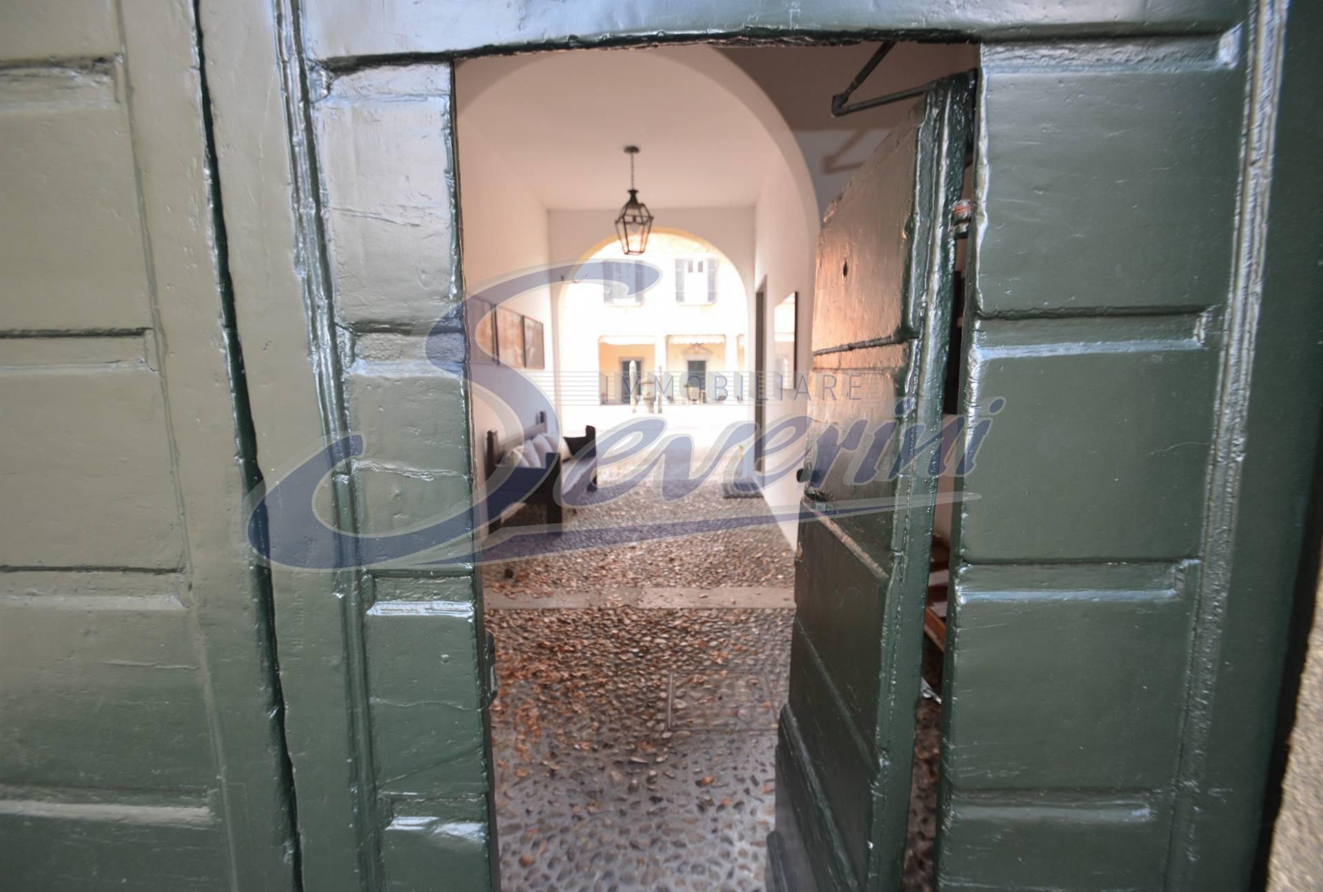 Appartamento in villa d 39 epoca in locazione a tavernerio for Contratto locazione arredato