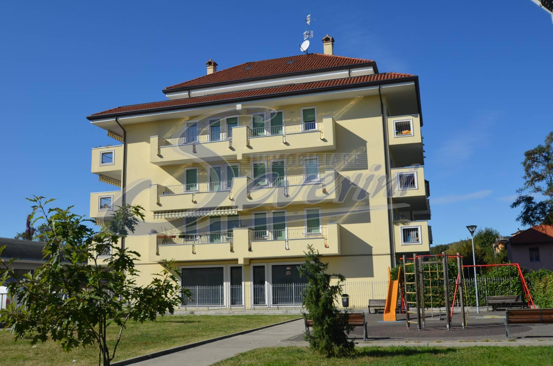 Negozio / Locale in affitto a Como, 9999 locali, zona Località: Muggiò-Albate, prezzo € 1.200 | CambioCasa.it