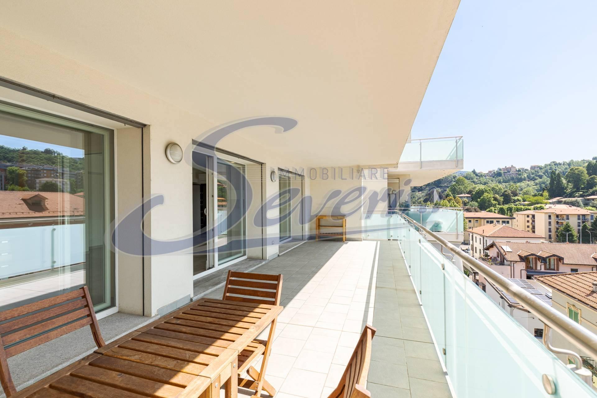 Appartamento in vendita a Como, 6 locali, zona Località: G.Cesare-S.Giuseppe, prezzo € 690.000 | PortaleAgenzieImmobiliari.it