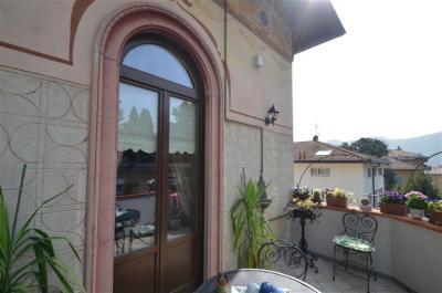 Appartamento in villa d'epoca in Vendita a Como