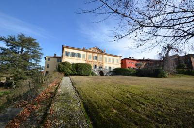 Villa for Sale in Casnate con Bernate