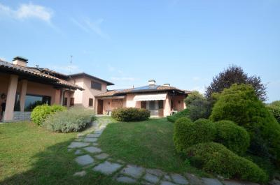 Villa for Sale in Uggiate-Trevano