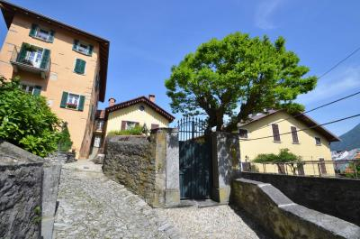 Cottage for Sale in Faggeto Lario