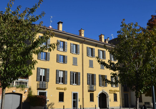 Apartment in period building for Lease in Como