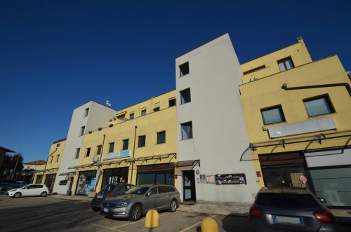 Office for Sale in Luisago