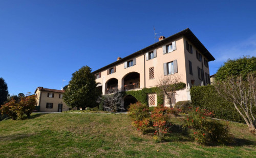 Apartment for Lease in Capiago Intimiano