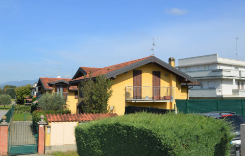 Cottage for Sale in Casnate con Bernate