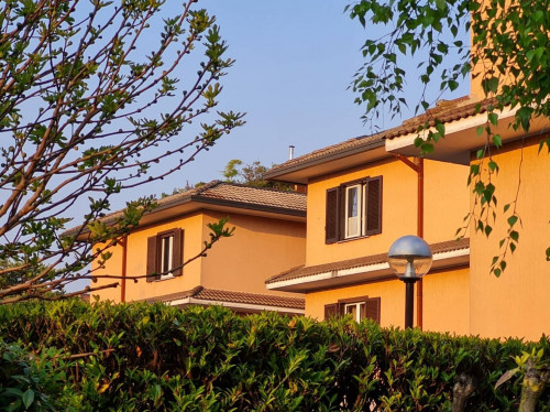 Appartamento in Vendita a Lipomo