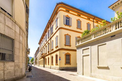Appartamento in casa d'epoca in Vendita a Como