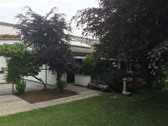 Villa in vendita a Alzate Brianza, 15 locali, prezzo € 800.000 | Cambio Casa.it
