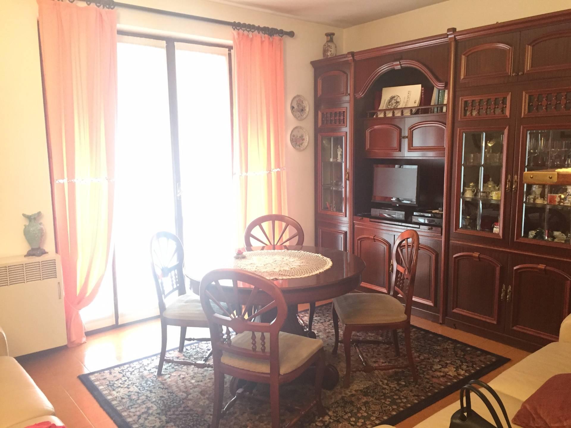 Appartamento in affitto a Canzo, 2 locali, prezzo € 90.000   CambioCasa.it