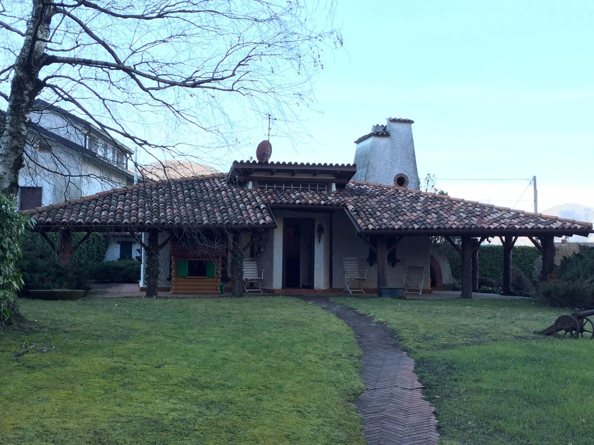 Villa in vendita a Canzo, 5 locali, prezzo € 320.000 | Cambio Casa.it