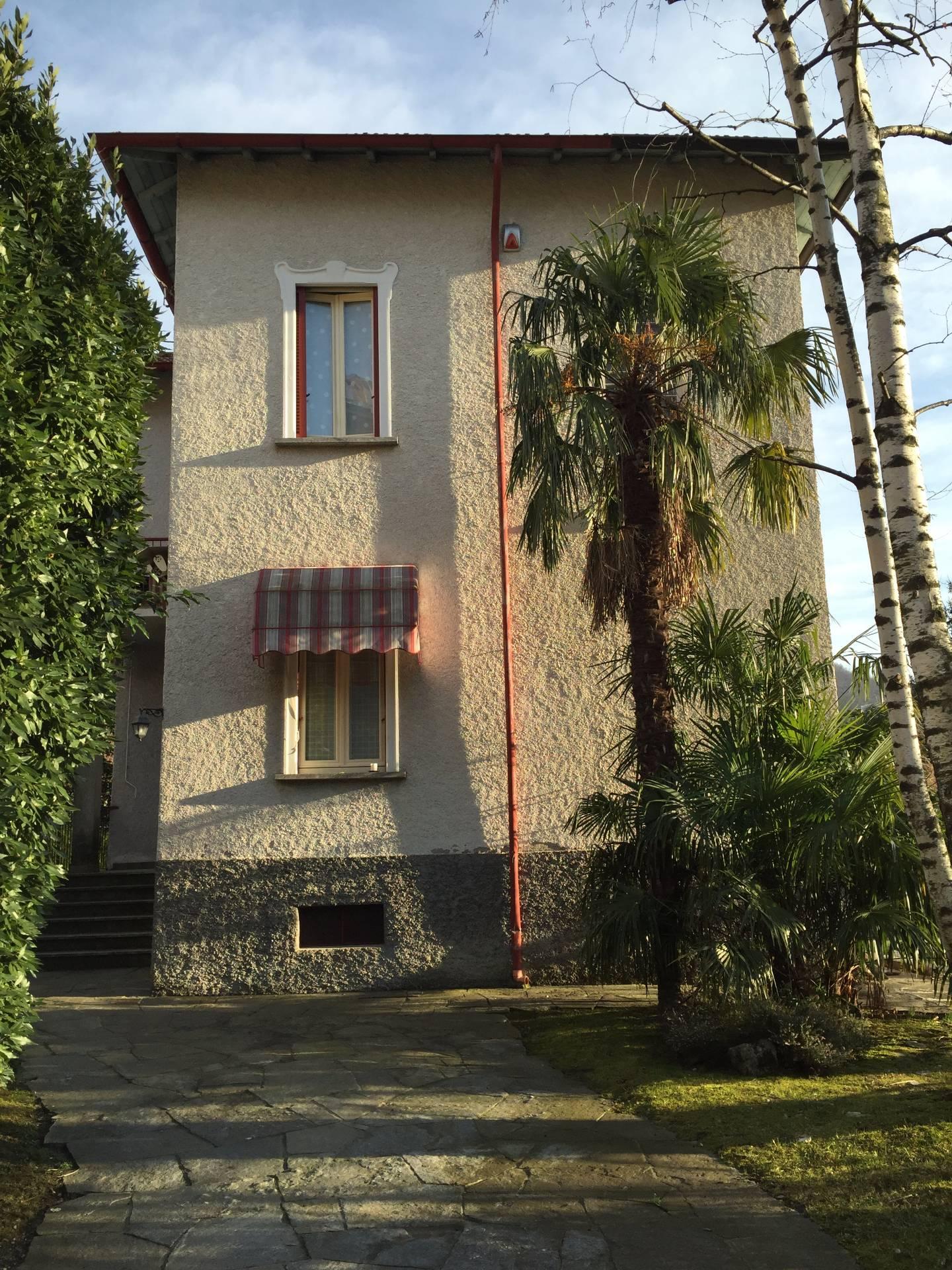 Villa in vendita a Canzo, 7 locali, prezzo € 390.000 | Cambio Casa.it