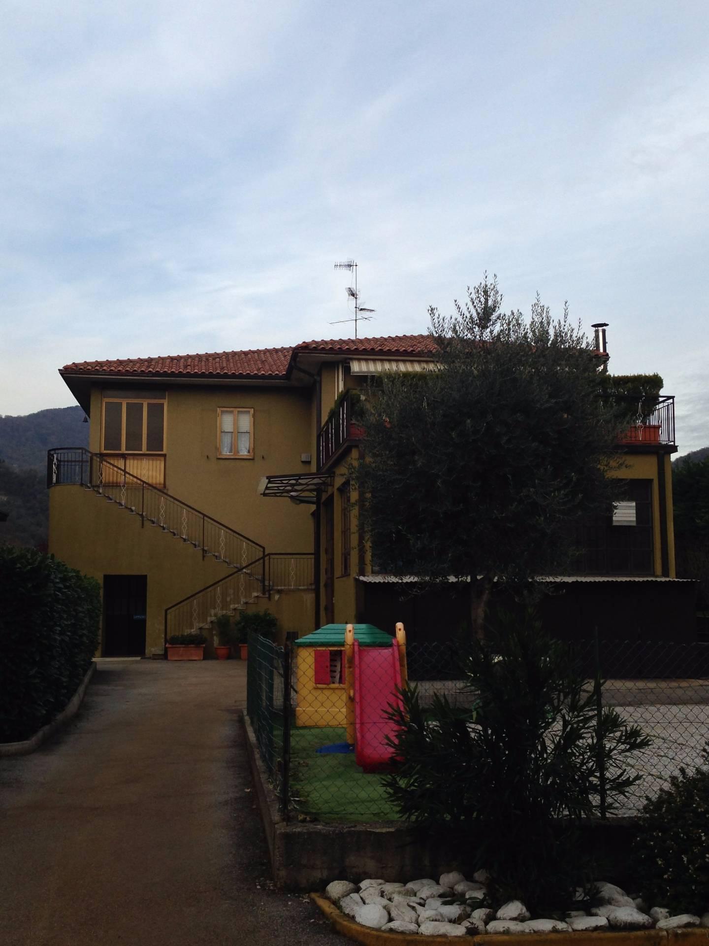 Capannone in vendita a Canzo, 9999 locali, prezzo € 450.000 | CambioCasa.it