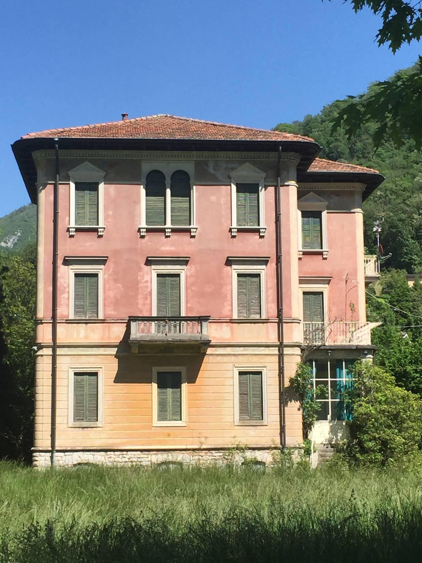 Villa in vendita a Canzo, 12 locali, prezzo € 570.000 | Cambio Casa.it