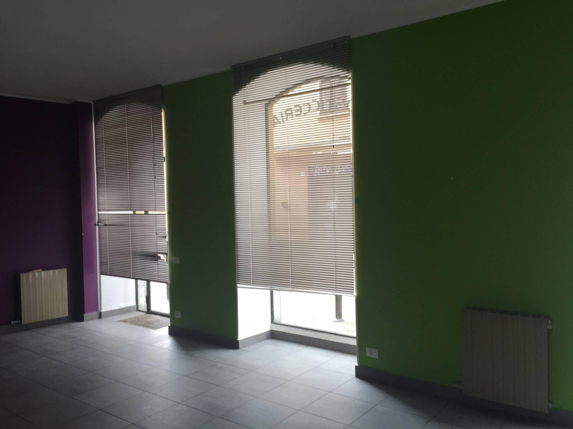 Negozio / Locale in affitto a Canzo, 9999 locali, prezzo € 650 | Cambio Casa.it