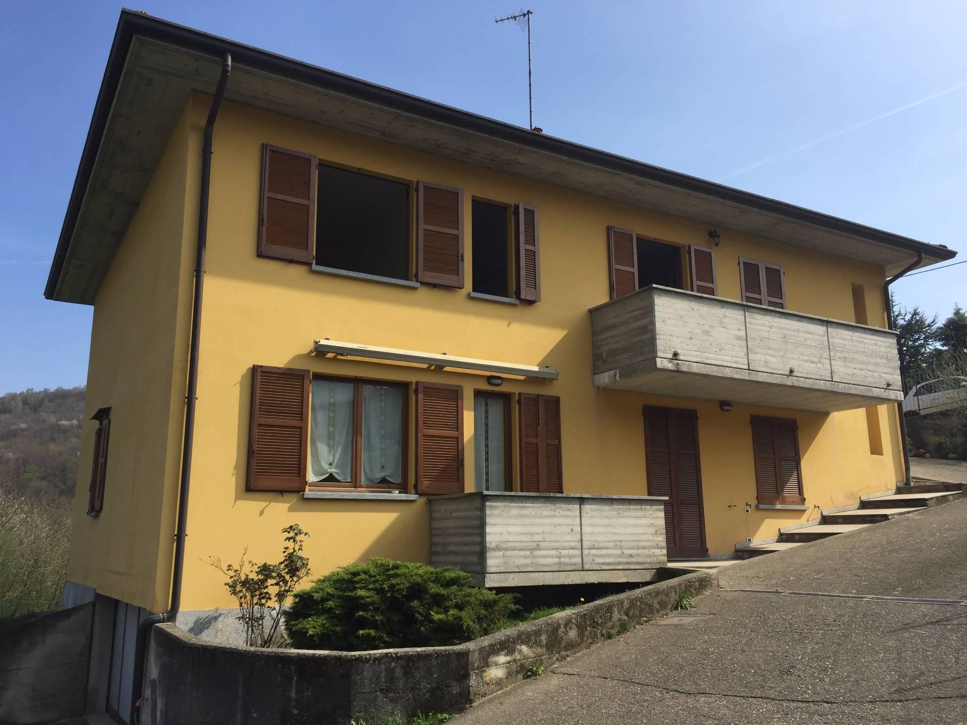 Villa in vendita a Castelmarte, 9 locali, prezzo € 360.000   Cambio Casa.it