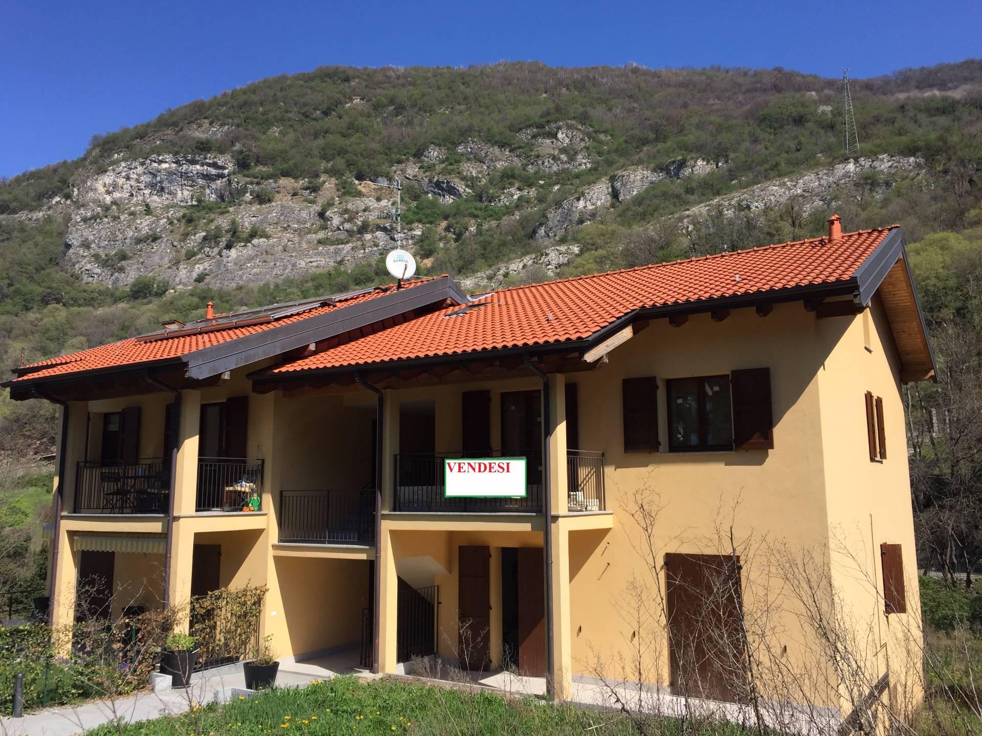 Appartamento in vendita a Canzo, 3 locali, prezzo € 130.000   CambioCasa.it