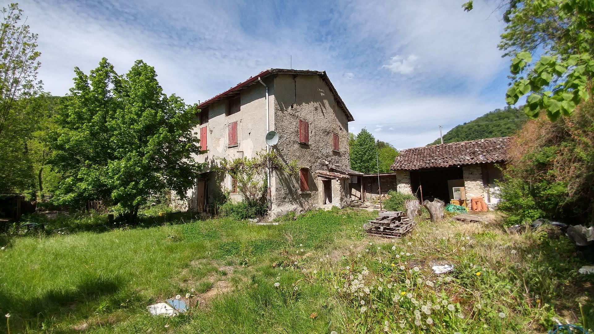 Rustico / Casale in vendita a Asso, 10 locali, prezzo € 250.000 | Cambio Casa.it