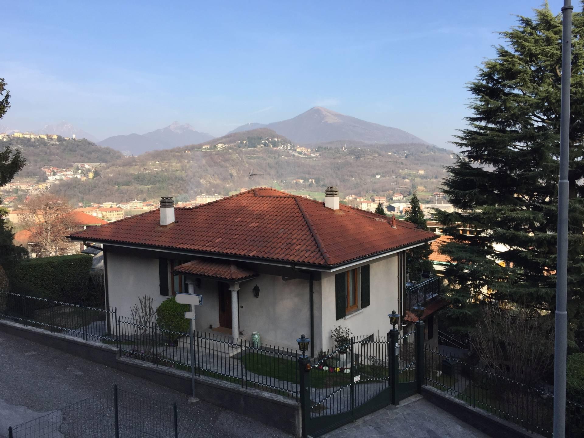 Villa in vendita a Ponte Lambro, 7 locali, prezzo € 380.000 | Cambio Casa.it