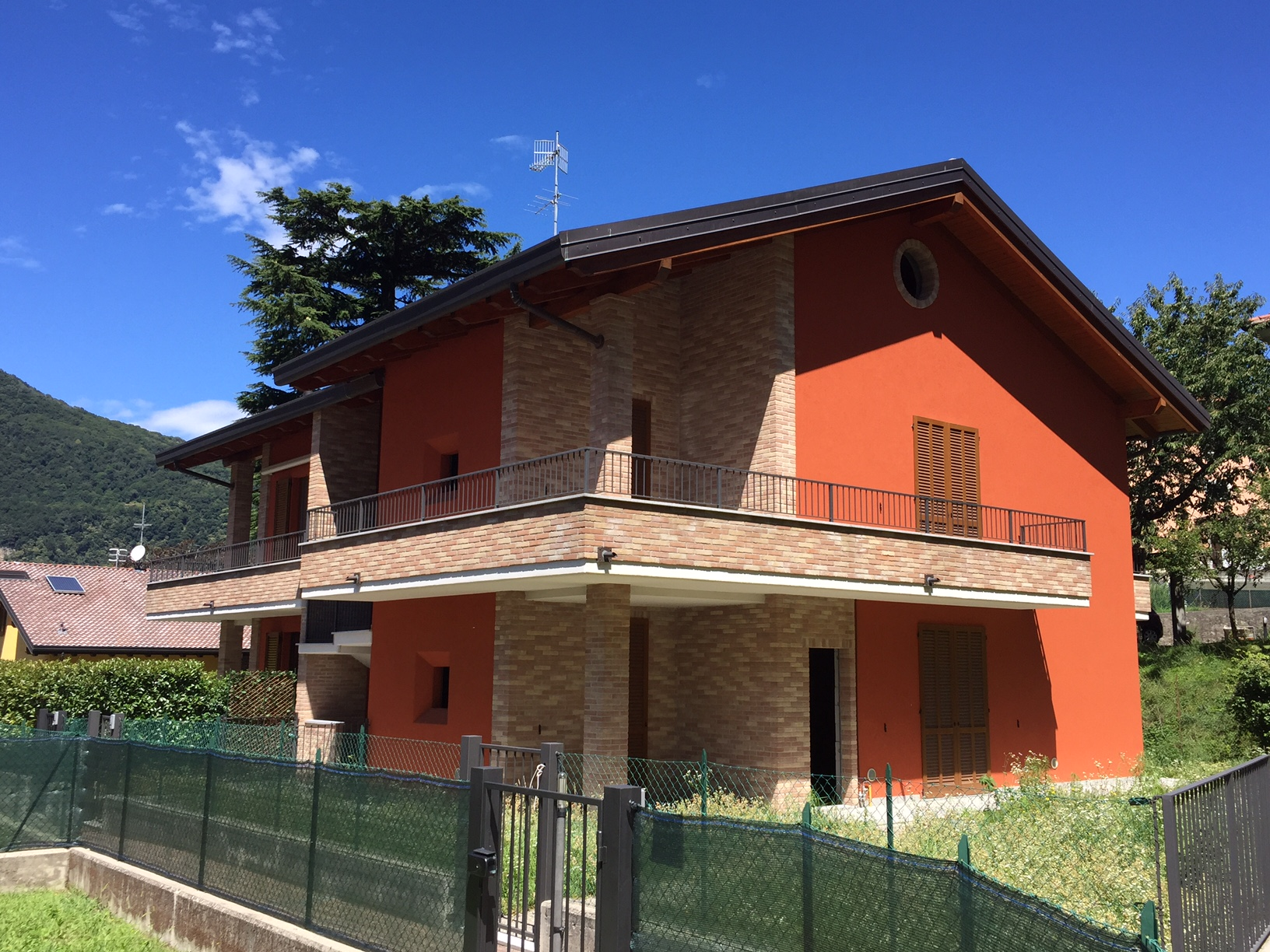 Appartamento in vendita a Canzo, 4 locali, prezzo € 290.000   CambioCasa.it