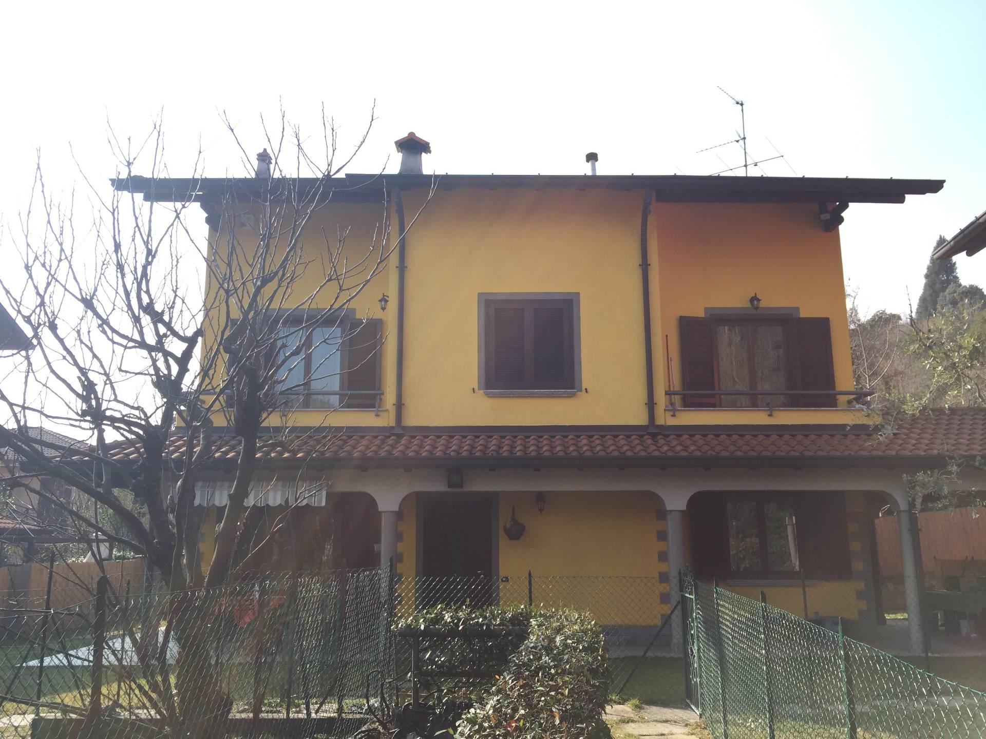 Villa in vendita a Longone al Segrino, 9 locali, prezzo € 398.000 | CambioCasa.it