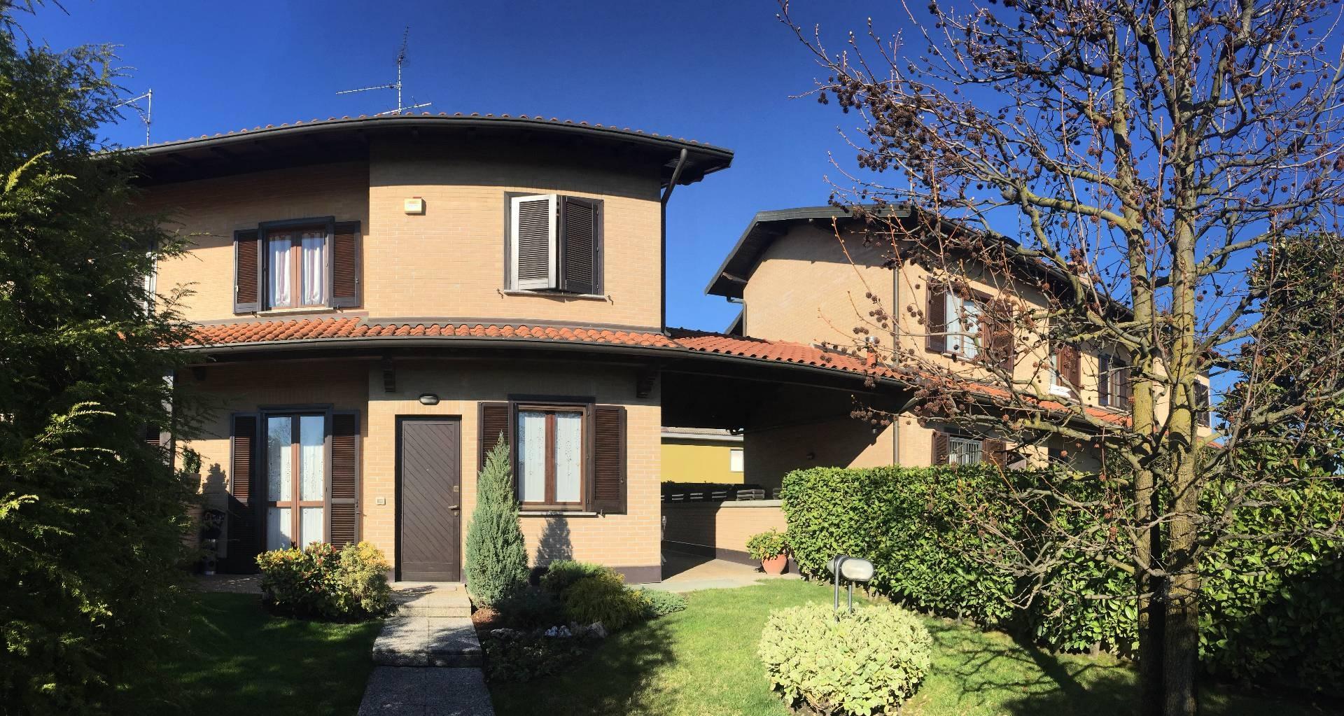 Vendita Villa unifamiliare Casa/Villa Arosio 37055