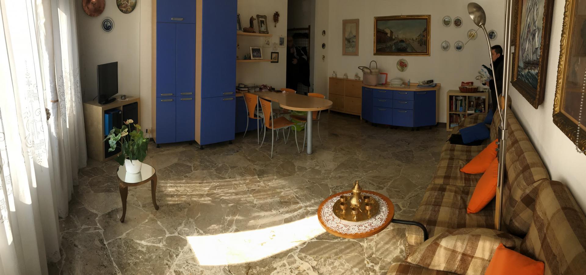 Appartamento in affitto a Canzo, 2 locali, prezzo € 400 | CambioCasa.it