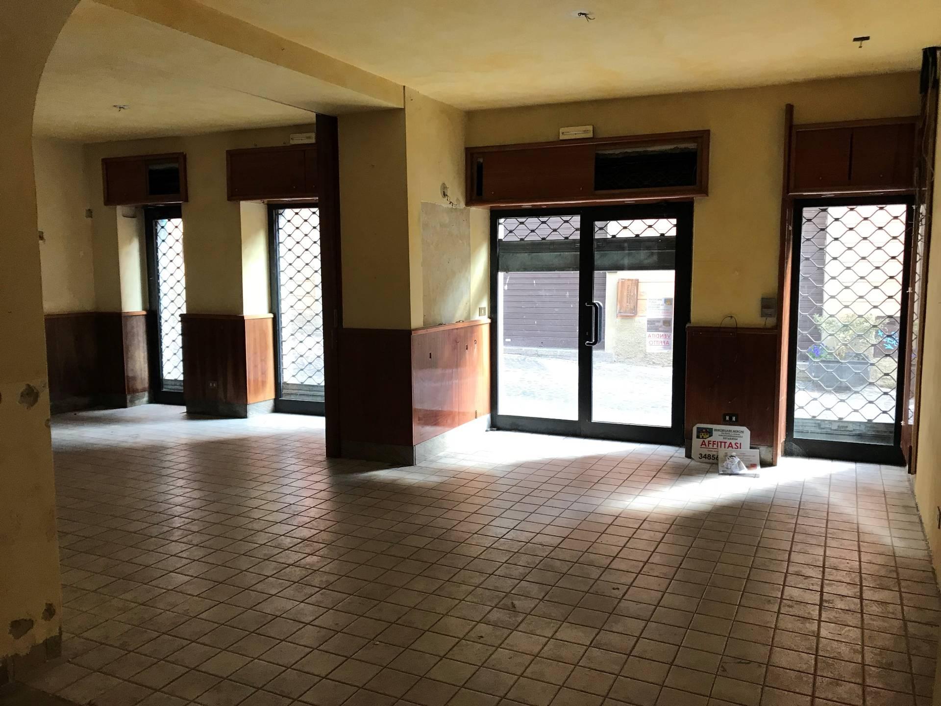 Negozio / Locale in affitto a Asso, 9999 locali, prezzo € 80.000 | PortaleAgenzieImmobiliari.it