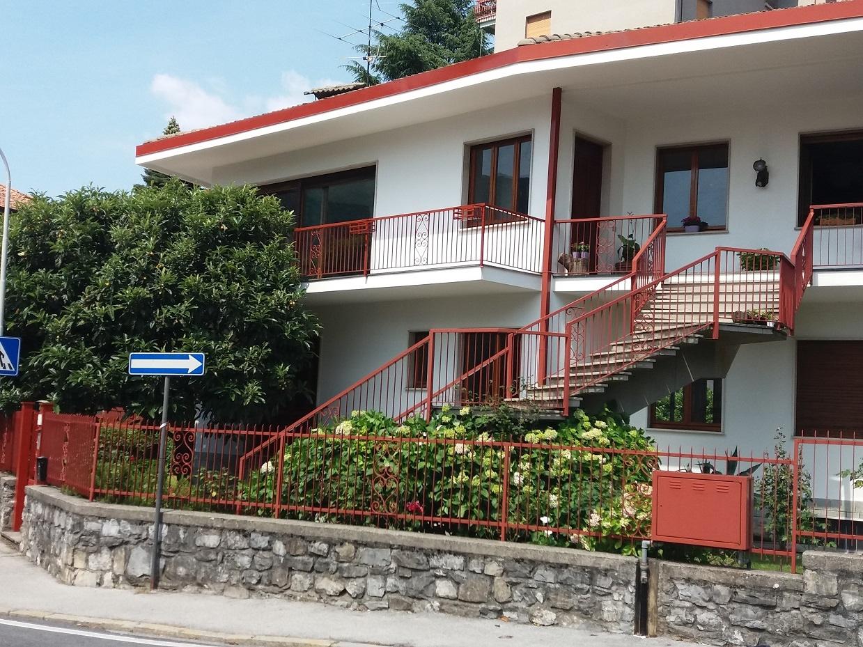 Villa Bifamiliare in vendita a Canzo, 5 locali, prezzo € 270.000   CambioCasa.it