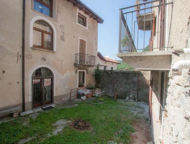 Appartamento in vendita a Lasnigo, 3 locali, prezzo € 85.000   CambioCasa.it