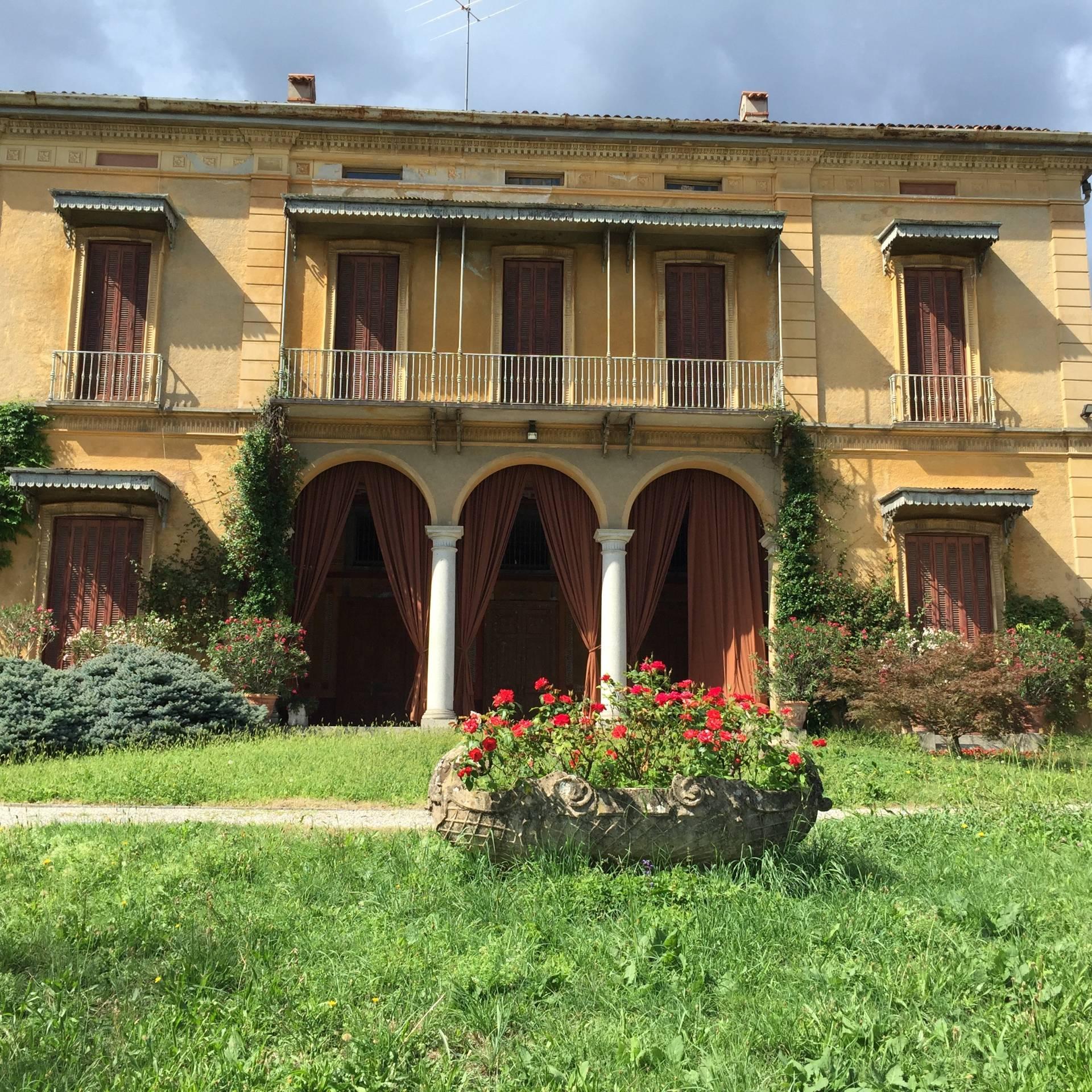 Villa in vendita a Longone al Segrino, 13 locali, prezzo € 1.200.000 | CambioCasa.it