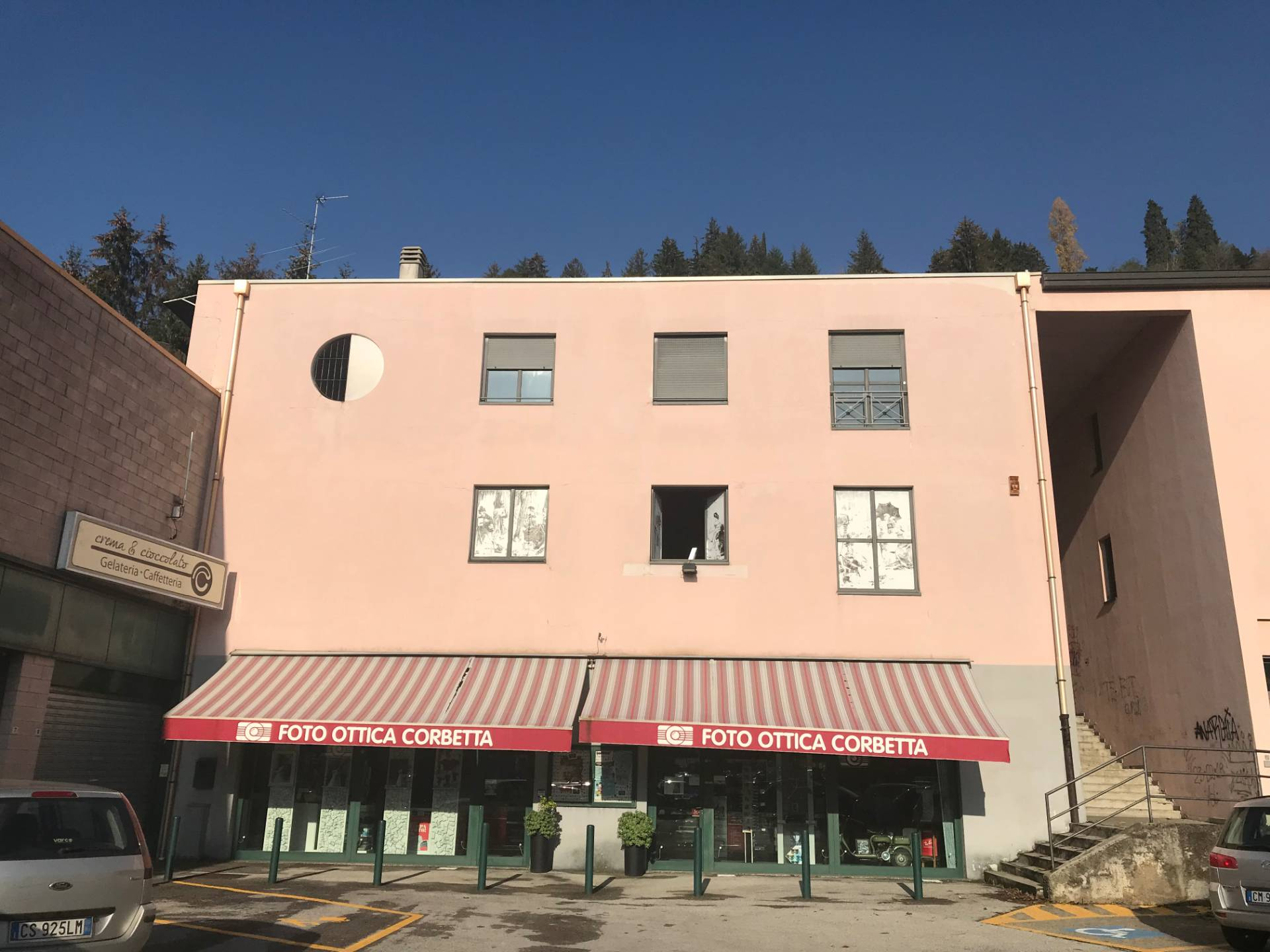 Negozio / Locale in vendita a Albavilla, 9999 locali, prezzo € 670.000   CambioCasa.it