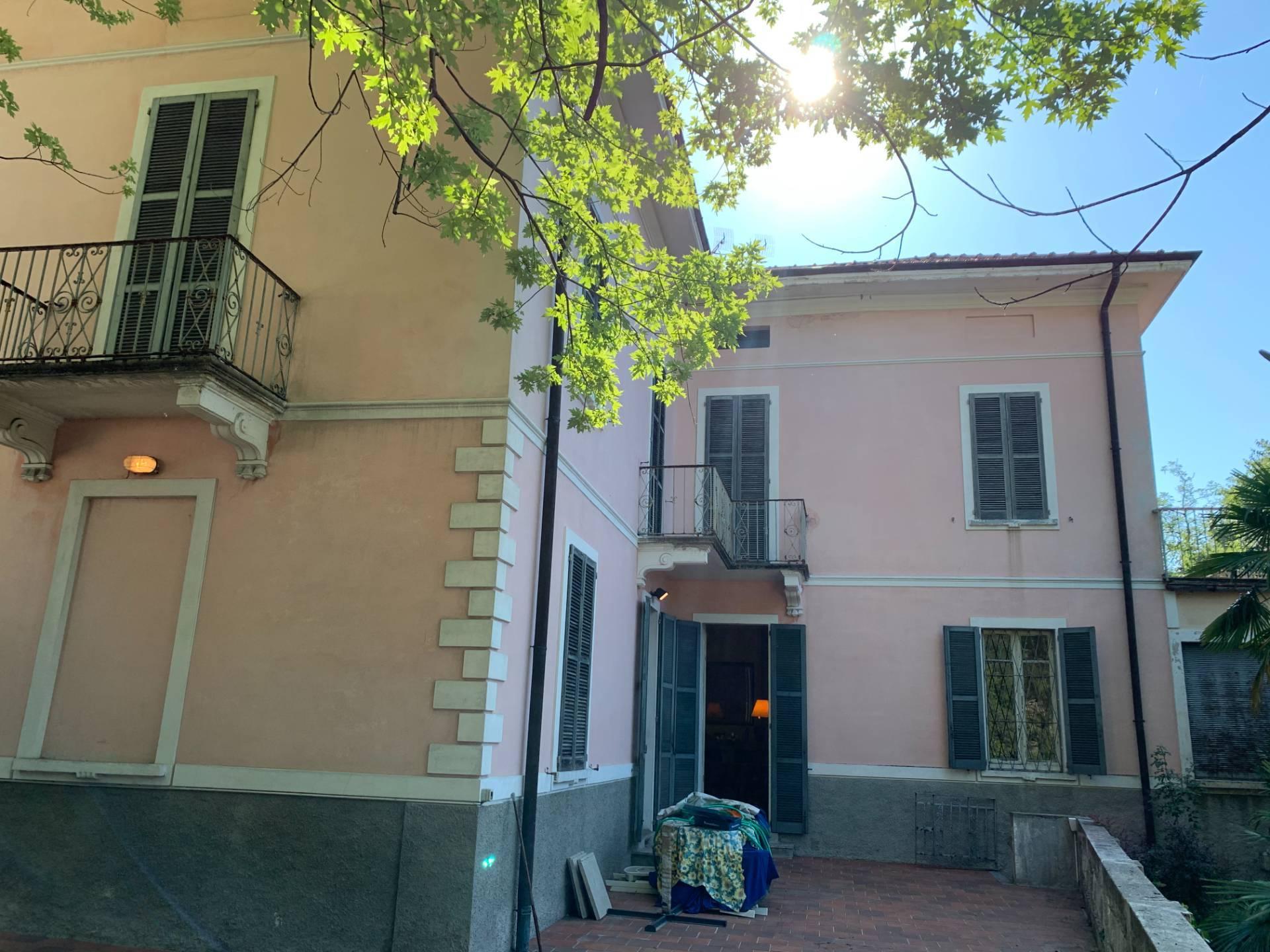 Villa in vendita a Caslino d'Erba, 6 locali, prezzo € 285.000 | CambioCasa.it