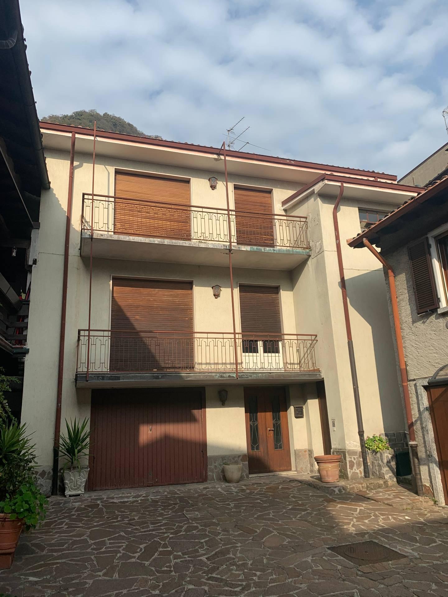 Villa in vendita a Caslino d'Erba, 3 locali, prezzo € 85.000 | CambioCasa.it
