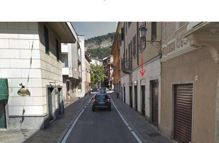 Negozio / Locale in affitto a Canzo, 9999 locali, prezzo € 2.000   CambioCasa.it