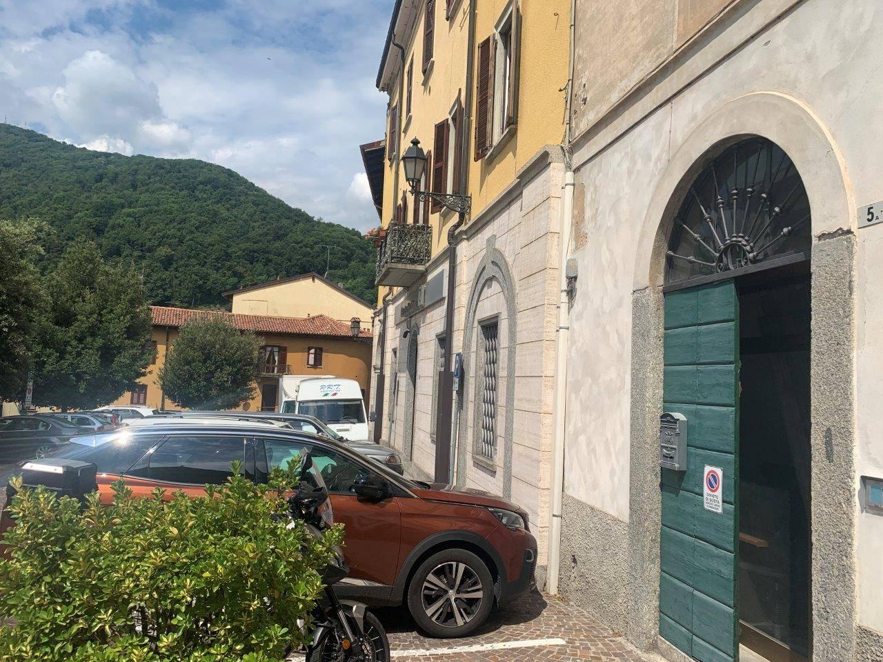 Ufficio / Studio in affitto a Asso, 9999 locali, prezzo € 400 | CambioCasa.it