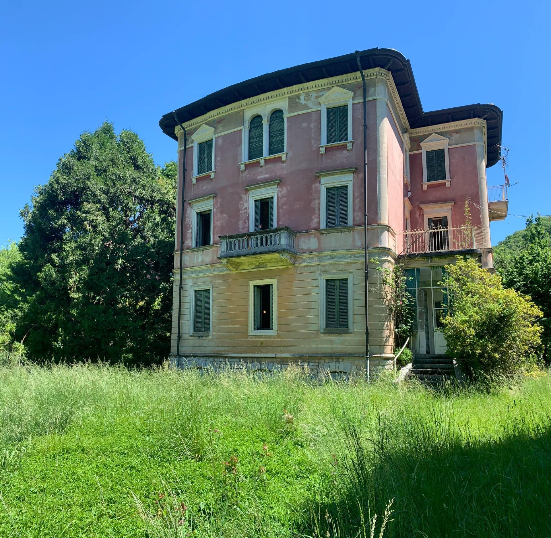 Villa in vendita a Canzo, 12 locali, prezzo € 500.000   CambioCasa.it