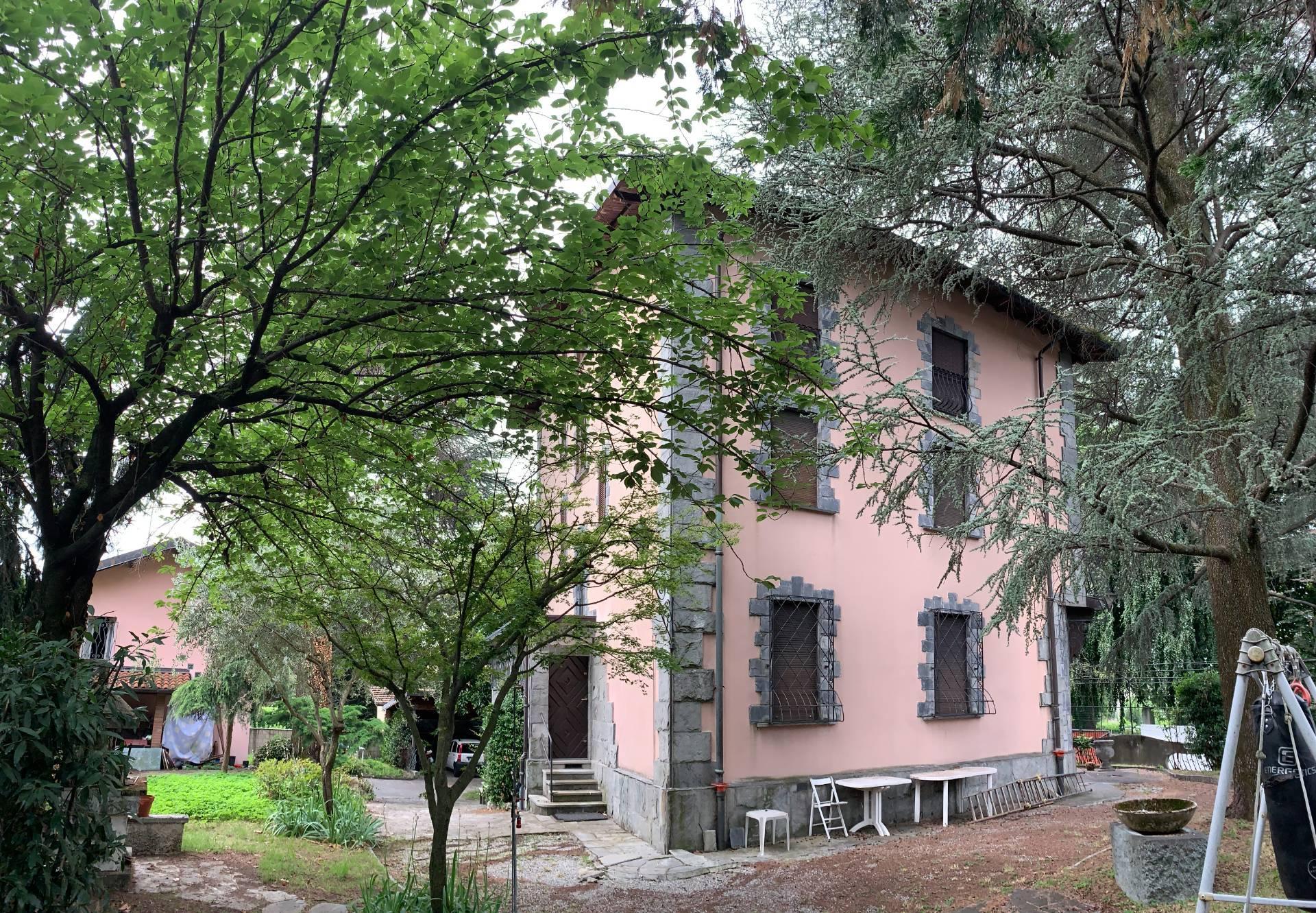 Villa in vendita a Albavilla, 12 locali, prezzo € 860.000 | CambioCasa.it