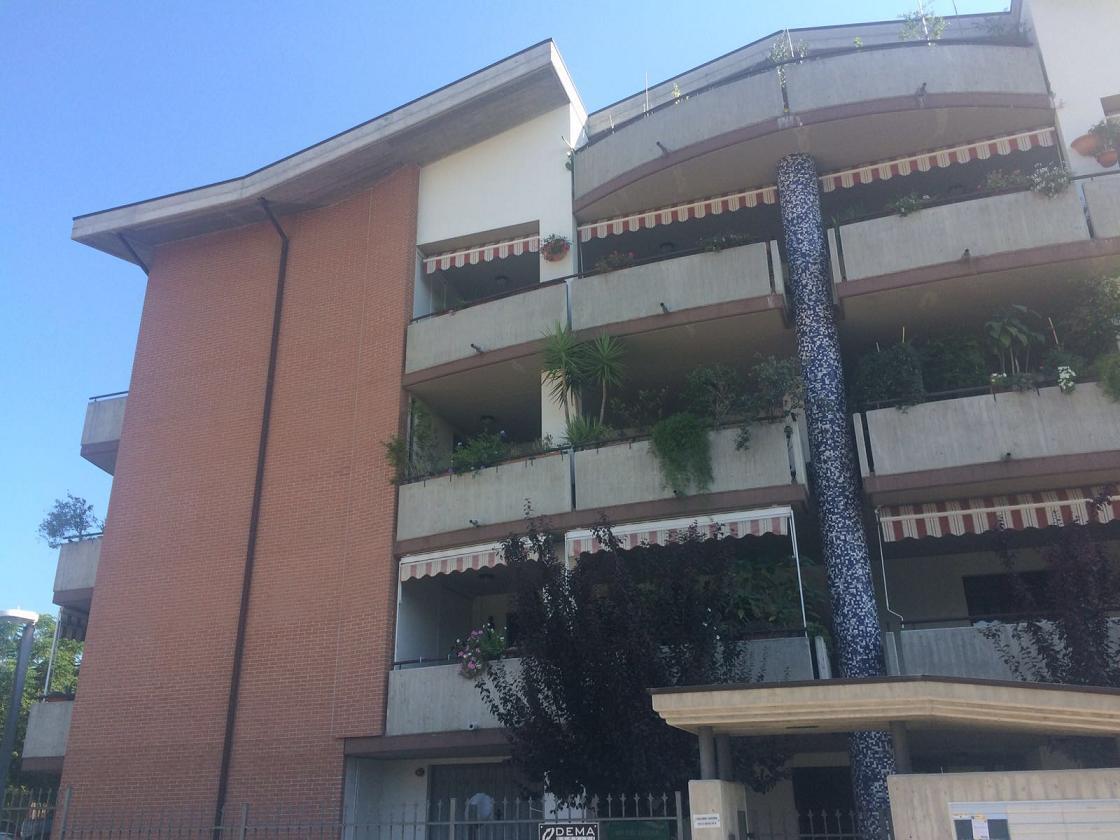 Appartamento in affitto a Città Sant'Angelo, 4 locali, zona Zona: Marina, prezzo € 500 | Cambio Casa.it