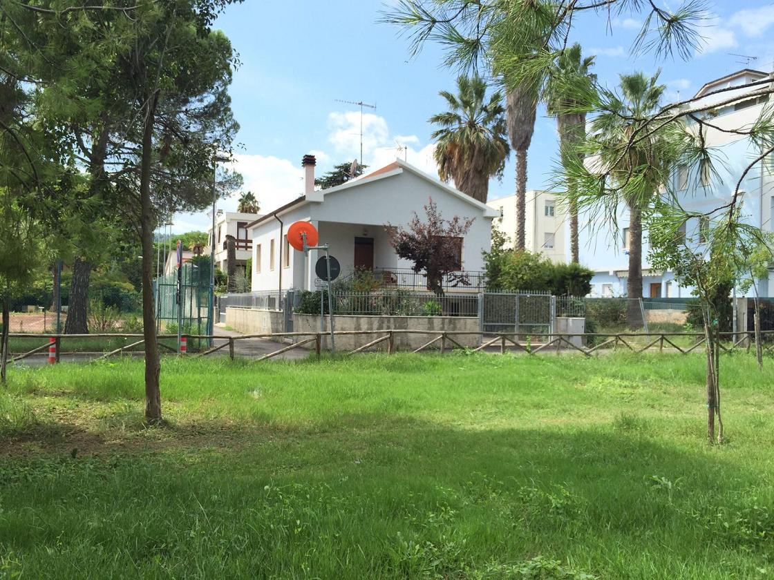 Soluzione Indipendente in vendita a Montesilvano, 5 locali, zona Località: montesilvanorivieragenerale, prezzo € 290.000 | Cambio Casa.it