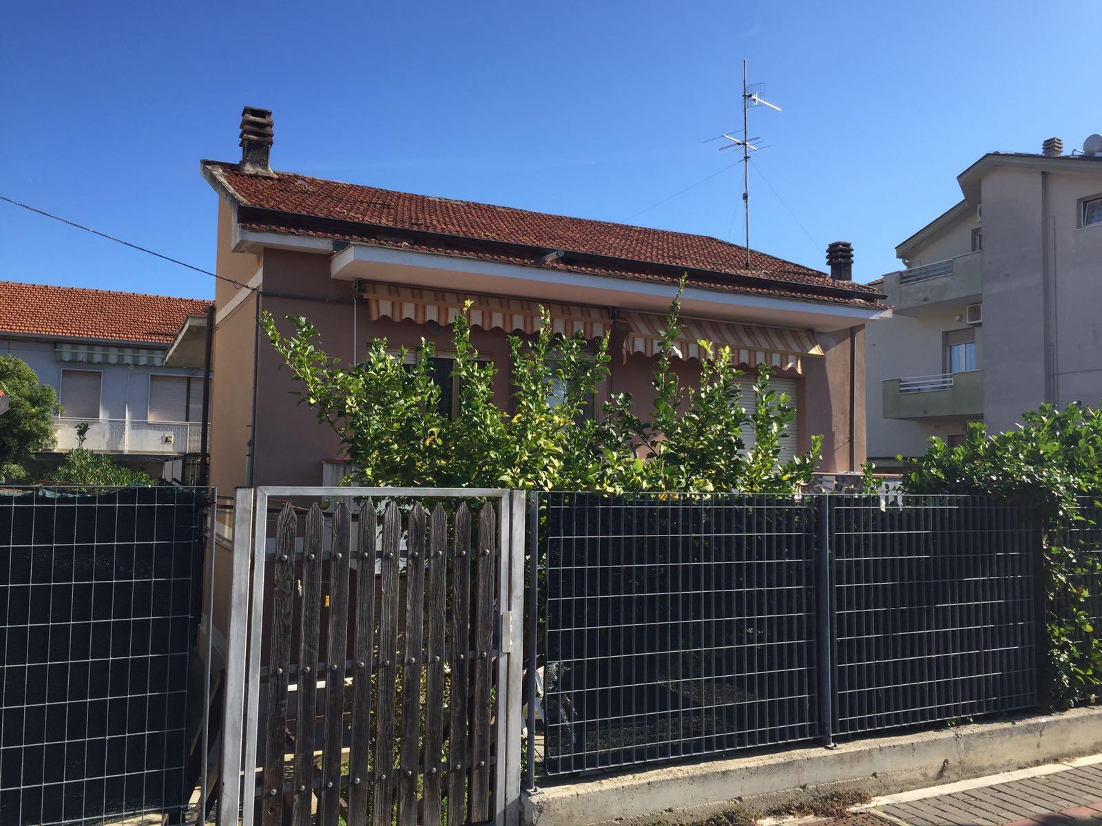 Soluzione Indipendente in vendita a Montesilvano, 5 locali, prezzo € 200.000 | Cambio Casa.it