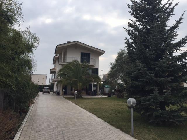 Villa in vendita a San Giovanni Teatino, 8 locali, zona Località: sambuceto, prezzo € 580.000 | Cambio Casa.it