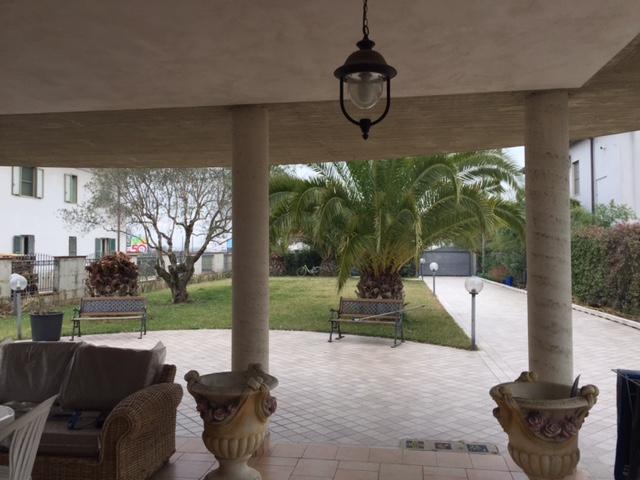 Villa in vendita a San Giovanni Teatino, 8 locali, zona Località: sambuceto, prezzo € 450.000 | Cambio Casa.it