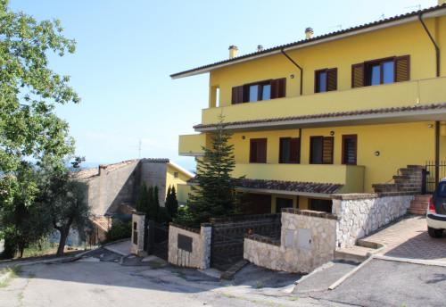 Appartamento con garage in Vendita a Loreto Aprutino