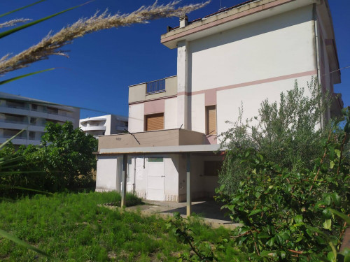 Casa singola in Vendita a Montesilvano