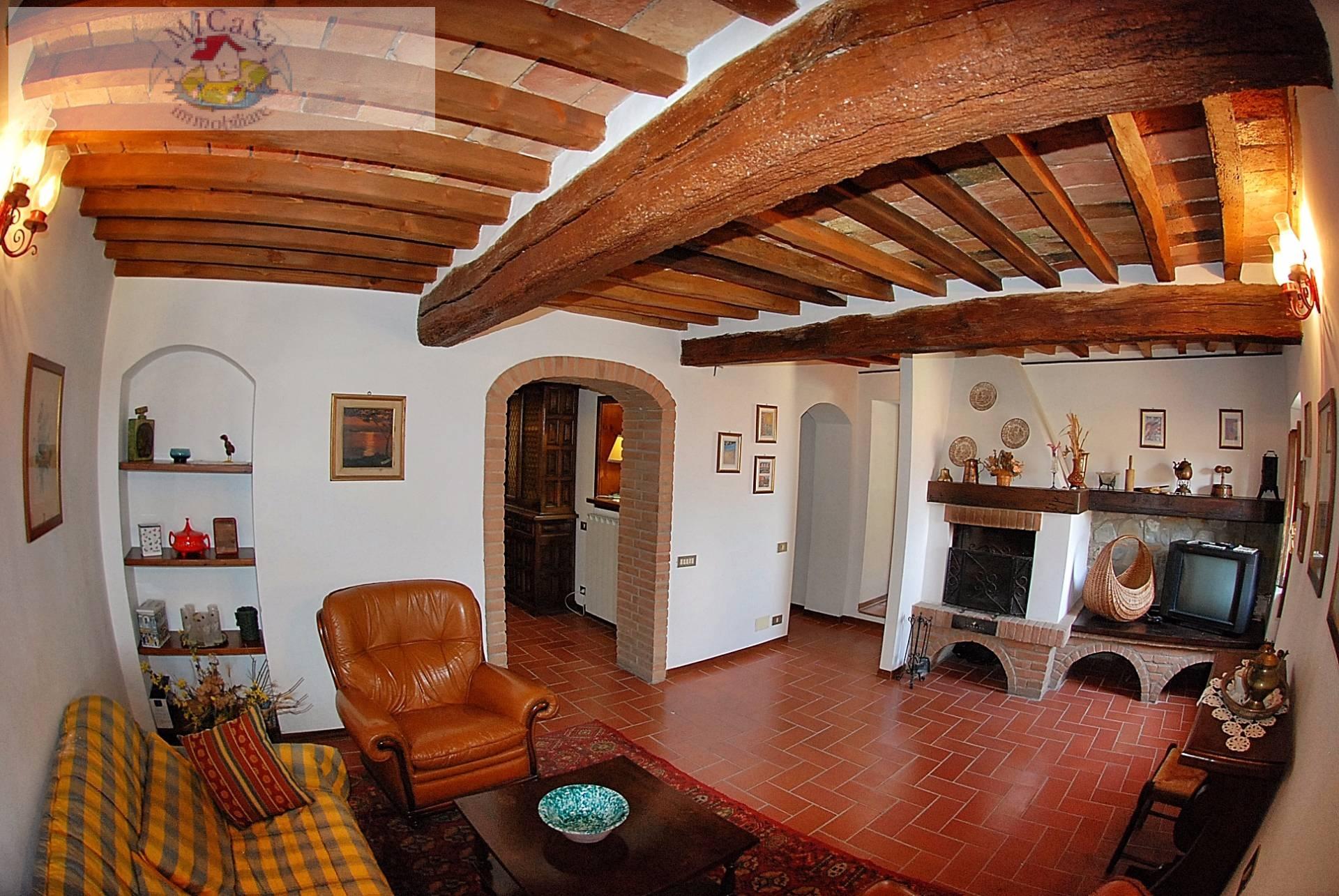 Appartamento in vendita a Lajatico, 4 locali, prezzo € 110.000 | Cambio Casa.it